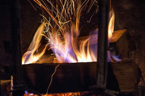 Le 1er janvier 2022, toute utilisation du chauffage à bois en foyer ouvert sera interdite dans les 41 communes de la vallée de l'Arve.