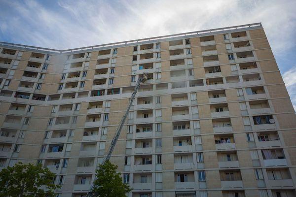 L'incendie s'est déclaré au 10e étage d'un immeuble des quartiers Nord de Marseille, le 14 juin 2020.