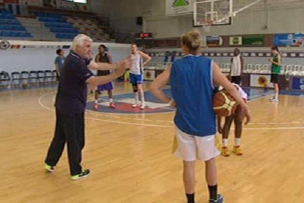 L'entraîneur François Gomez rêve d'un retour parmi l'élite avec les joueuses du Perpignan Basket.