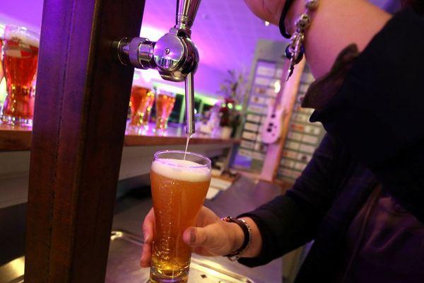En Indre-et-Loire, à Bléré, un bar continuait à accueillir et servir des clients de façon clandestine.