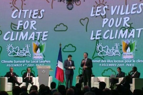 1.000 maires étaient réunis ce vendredi à l'hôtel de Ville de Paris.