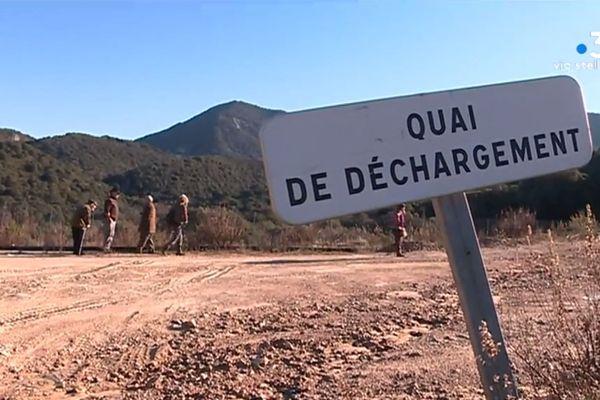 Le collectif Pà un pumonte pulitu est venu vérifier l'état des travaux sur le CET de Vico, trois ans après sa fermeture.