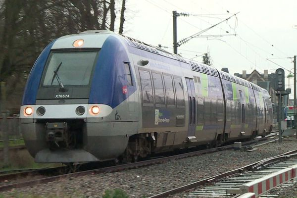Un train de la ligne Beauvais-Abancourt, février 2020