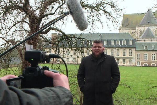 Le Youtubeur Benjamin Brillaud, connu sous le nom de Nota Bene, était en tournage à l'Abbaye de Saint-Riquier (Somme) pour le prochain épisode de son émission .