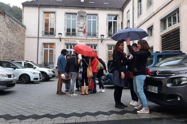 Devant le tribunal administratif de Besançon, jeudi 7 octobre.