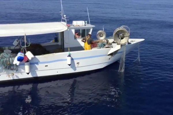 Les équipements perdus ou abandonnés de la pêche industrielle, la pêche de plaisance et la pêche artisanale, représenteraient 10 % de la pollution plastique des océans.