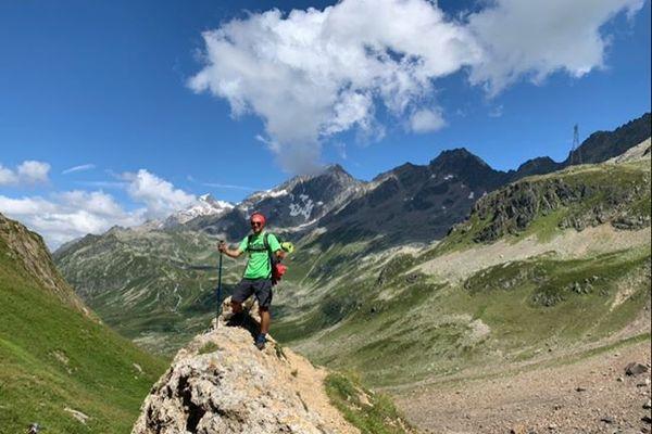 Alexandre Supercrampe, dans le massif de la Vanoise, lors de son périple entre Cannes et Genève.