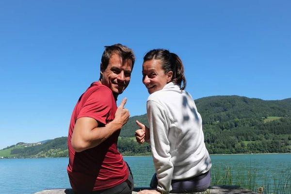 Anissa et Stéphane, ici en Autriche en octobre dernier, ne peuvent pas poursuivre leur route.