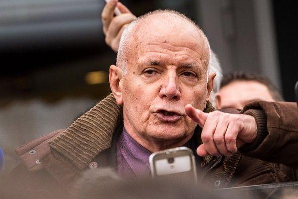 L'ancien patron de la Légion a été interpellé samedi à Calais lors d'une manifestation anti-migrants interdite.