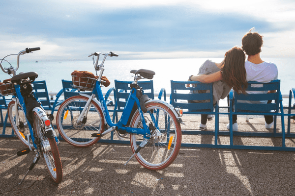 Les e-velobleus, une alternative aux vélos bleus.