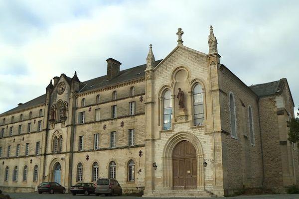 Le couvent Saint-Paul de Thiviers, nouvelle maison de retraites spirituelles de l'Institut du Bon Pasteur.