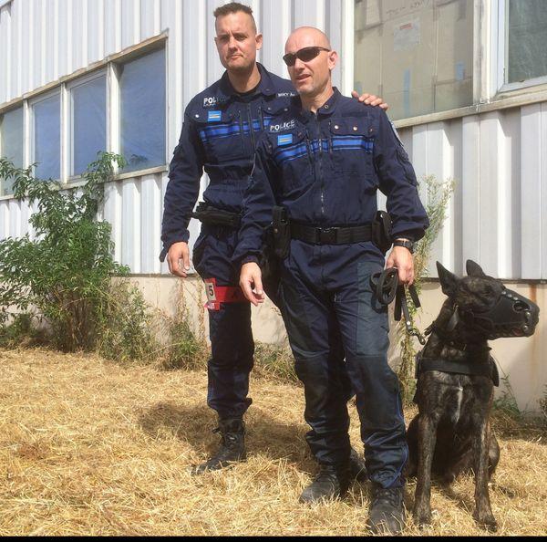 Roméo et son chien, un berger hollandais de 2 ans et demi travaillent pour la police municipale de Fleury-les-Aubray. Avec eux, Miky de la police municipale de Tours. Les deux hommes ne travaillent pas ensemble mais sont amis et se retrouvent dans les compétitions.