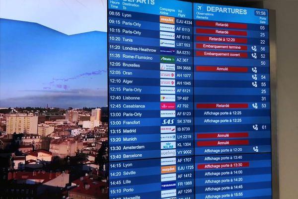 La grève contre la réforme des retraites a provoqué l'annulation de 42% des vols au départ et à l'arrivée de l'aéroport de Toulouse-Blagnac.