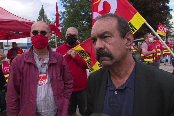 À droite, Philippe Martinez, secrétaire général de la CGT, à Lons-le-Saunier.
