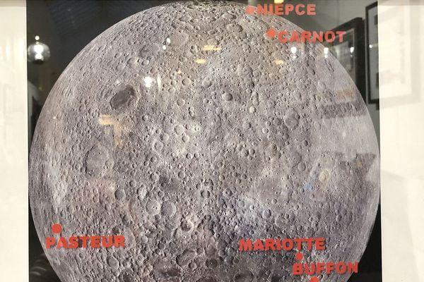 La face cachée comporte aussi des cratères aux noms de scientifiques bourguignons