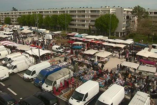 Jour de marché à Cenon, dans l'agglomération bordelaise.