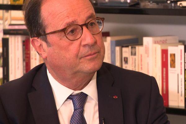 En janvier 2015, François Hollande, alors président en exercice, est confronté à une vague d'attentats djihadistes sans précédents.