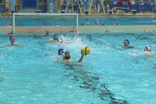 L'équipe de water-polo de Rennes à l'entraînement