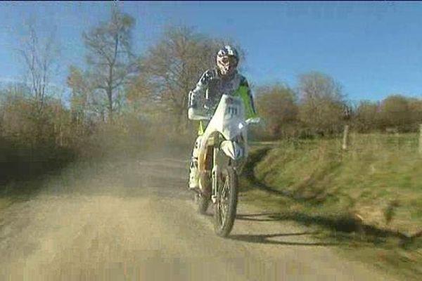 Sylvain Espinasse à l'entraînement sur les chemins auvergnats en novembre