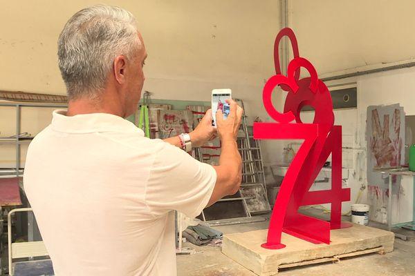 Disparue depuis 10 ans, Solar 1, œuvre de l'artiste plasticien catalan Marc André de Figueres a été retrouvée dans un champs, sous les ronces.
