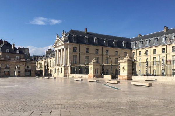 La place de la Libération, à Dijon, face à la mairie.