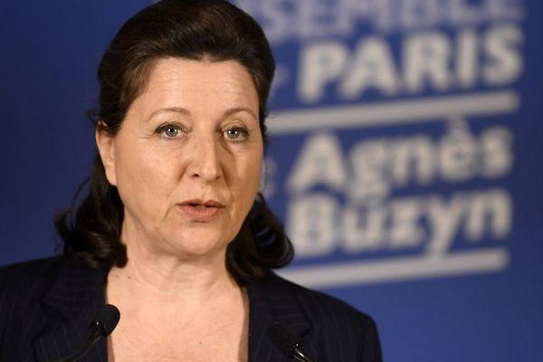 Agnès Buzyn lors d'une déclaration au siège de ses locaux de campagne à Paris dimanche 15 mars.