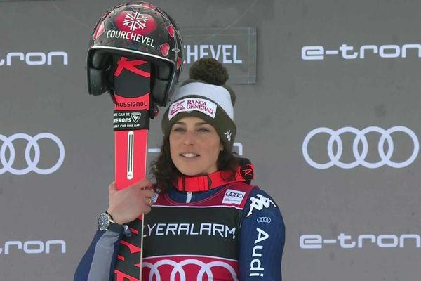 L'italienne Federica Brignone termine sur la première marche du podium pour le géant dame lors de la coupe du monde de ski alpin à Courchevel