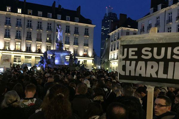"""7 janvier 18h Place Royale, 100 000 personnes dans les rues de Nantes le 10, Le #G10Nantes comme le """"Groupe du 10 janvier à Nantes"""" appelle à débattre"""