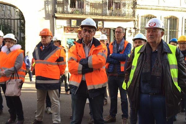Les entrepreneurs de Travaux Publics réunis devant la Préfecture de Région à Dijon lundi 5 novembre