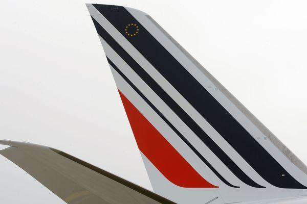 Un avion Air France et de la compagnie américaine Delta Air Lines se sont accrochés à l'aéroport Roissy-Charles-de-Gaulle.