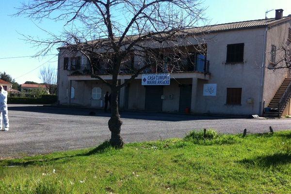 221/03/13 - La section de recherche de la gendarmerie sur les lieux de la tentative d'attentat