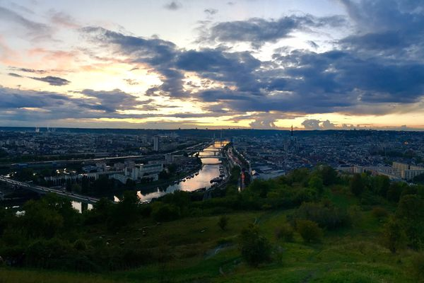 Ombres et lumières à Rouen, vue depuis les hauteurs de Bonsecours.