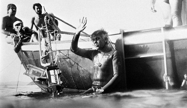 Jacques Mayol le 30 novembre 1983, plonge à 105 mètres de profondeur, à Marseille.