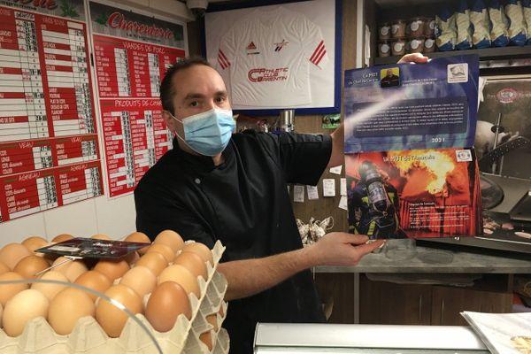 Le calendrier de l'amicale des sapeurs-pompiers de Barentin (76) est disponible dans cette boulangerie de la commune.
