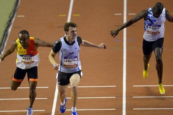 Bérenger-Aymard Bosse (Efsra Reims, à gauche) prend la 3ème place du 60 m derrière Christophe Lemaître