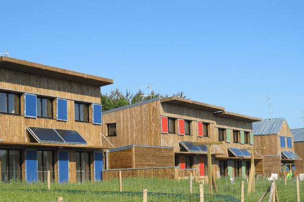 À Langouët (35), toutes les nouvelles maisons seront dotées d'un jardin pour que les habitants puissent se lancer dans la permaculture.