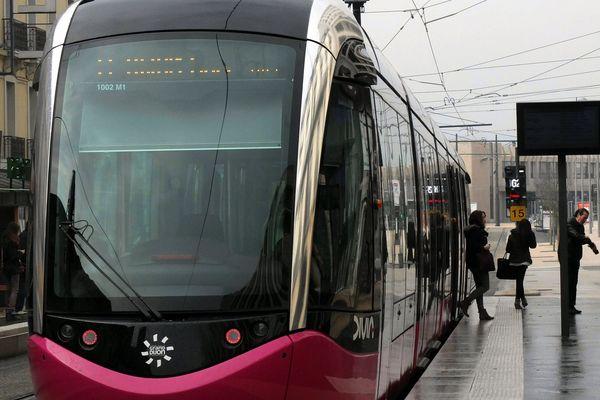 Une rame du tramway de Dijon