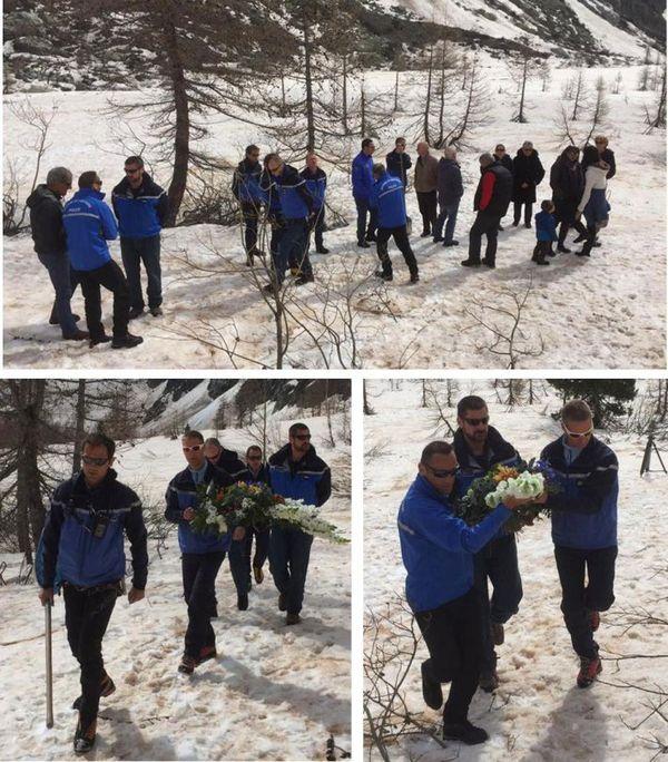 Des militaires du PGHM, du Détachement Aérien de Gendarmerie de Briançon, et des policiers de la CRS Alpes de Briançon ont rendu hommage aux deux victimes lors d'une cérémonie commémorative en 2016.