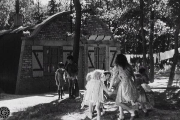 La vie dans les camps cigarette de la région du Havre. Plusieurs familles y ont été relogées à partir de 1947.