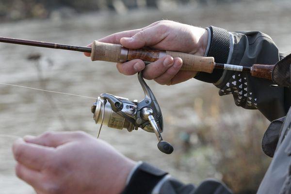 Illustration / La pêche a été interdite à Eppeville, Offroy et Voyennes, en attendant que le problème de la pollution soit réglé.