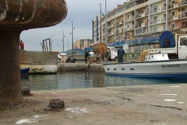 Sète (Hérault) - quai et bateaux de pêche - 2012