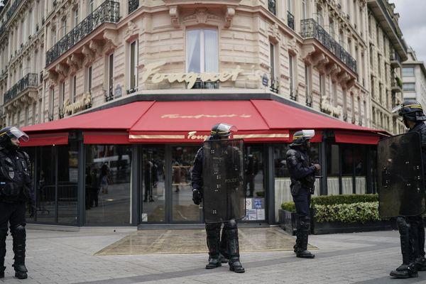 Le restaurant le Fouquet's protégé par des policiers (Image d'illustration)