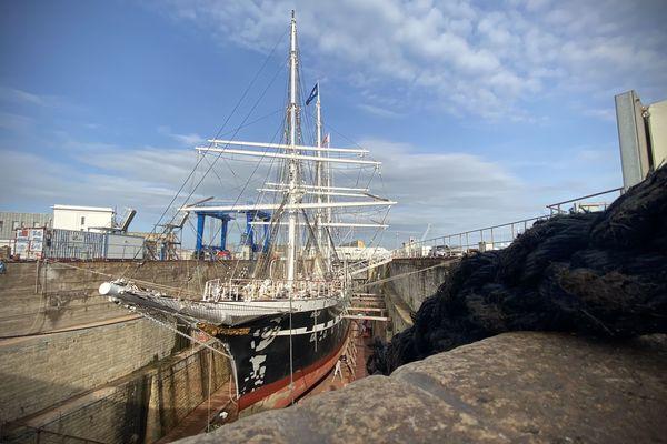 Le Belem en cale sèche dans le port de La Pallice à La Rochelle pour son entretien hivernal.