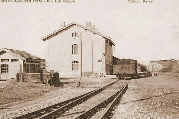 Cette voie a été construite sur l'ancienne voie de chemin de fer de Sète