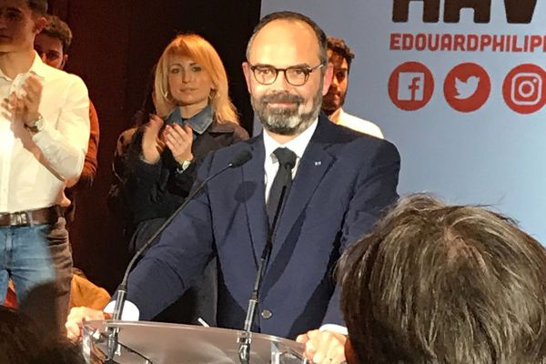 Edouard Philippe prend la parole.