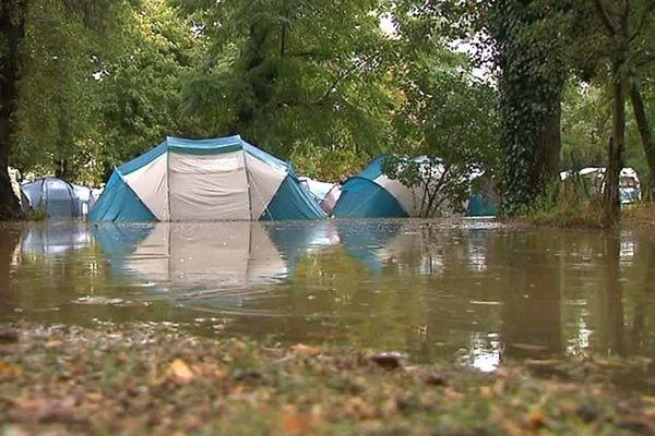 Saint-Julien-de-Peyrolas (Gard) - un camping inondé et dévasté par les flots - 9 août 2018.