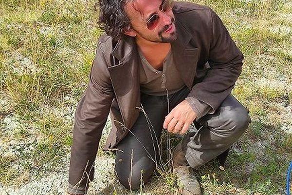 Mathieu Sempéré, chanteur montpelliérain des Stentors, catastrophé par l'impact des actions humaines sur le réchauffement climatique et sur l'environnement.