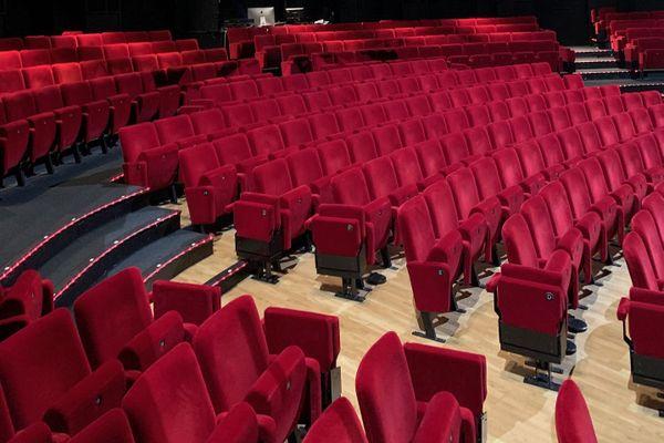 Les salles de spectacles et de cinéma vides, vont-elles à nouveau pouvoir accueillir le public ?