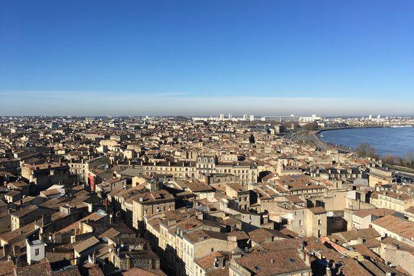 Depuis la Flèche Saint-Michel, une vue magnifique sur le Port de la Lune.