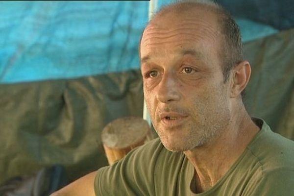 Cet homme vit dans un abri de fortune à Besançon depuis 18 mois. Il est SDF depuis 5 ans.